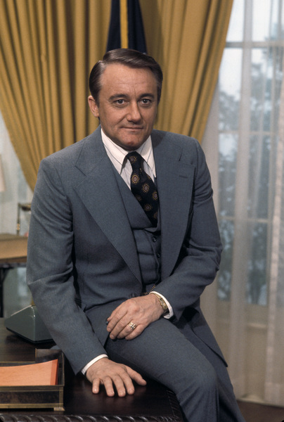 """Washington: Behind Closed Doors""Robert Vaughn1977** H.L. - Image 14051_0003"