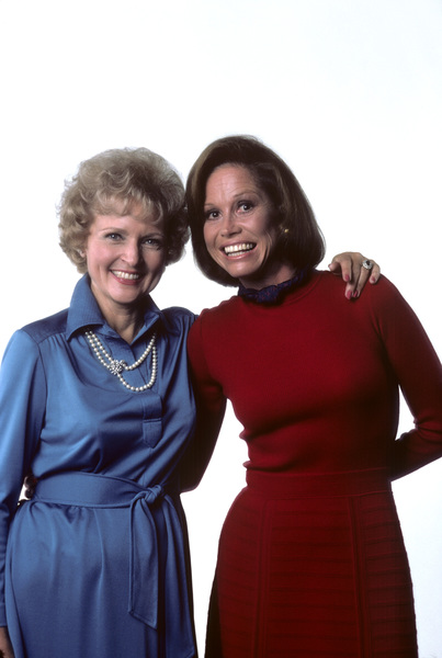 """Mary Tyler Moore Show""Mary Tyler Moore, Betty White1976 © 1978 Ken Whitmore - Image 1491_0047"