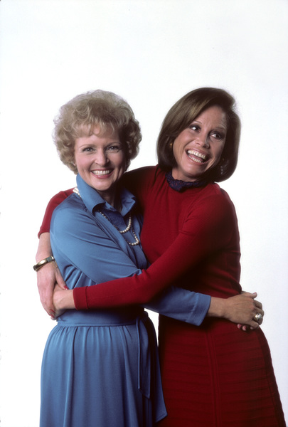 """Mary Tyler Moore Show""Mary Tyler Moore, Betty White1976 © 1978 Ken Whitmore - Image 1491_0059"