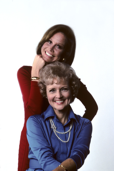 """Mary Tyler Moore Show""Mary Tyler Moore, Betty White1976 © 1978 Ken Whitmore - Image 1491_0060"