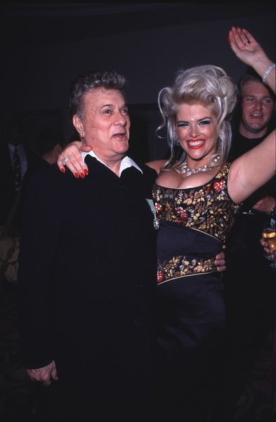 """Night of One Hundred Stars,""Tony Curtis & Anna Nicole Smith.3/26/00 © 2000 Glenn Weiner - Image 16467_0005"