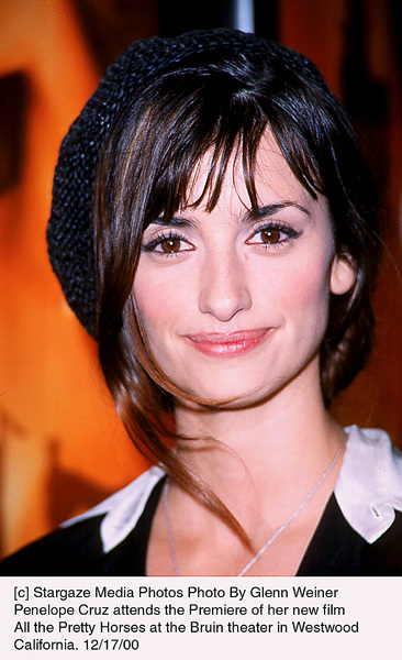 "Penelope Cruz""All The Pretty Horses"" Premiere, 12/17/00. © 2000 Glenn Weiner - Image 17395_0100"