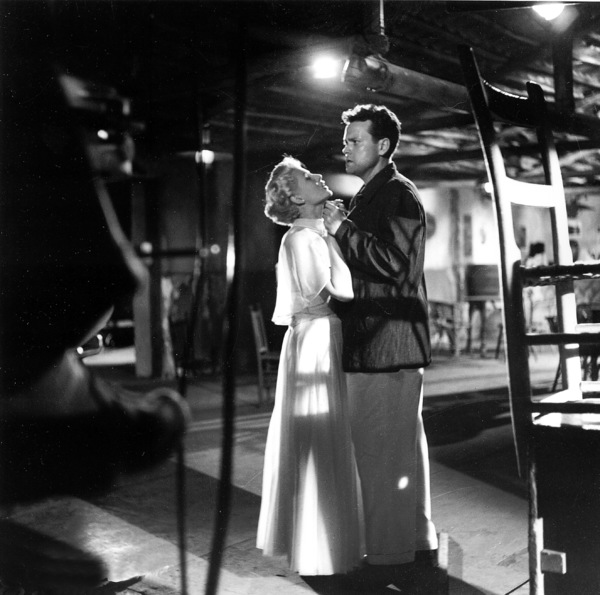 """""""Lady From Shanghai, The""""Rita Hayworth, Orson Welles1948 Columbia / **I.V. - Image 19700_0005"""
