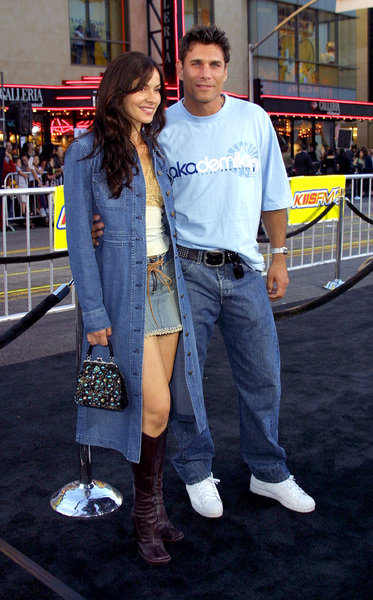 Tuxedo, The: PremiereJames Hyde with wife Sue-Ling GarciaMann Chinese Theater, Hollywood, CA  9/19/02 © 2002 Glenn Weiner - Image 20474_0123