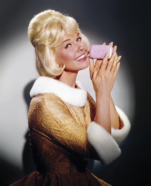 """Doris Day in """"The Thrill of It All""""1963** I.V. - Image 22411_0002"""