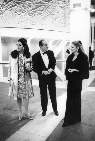 Denise Minnelli with Vincente Minnelli and Mrs. Hernando Courtright at the opening of the Mark Taper Forum and Ahmanson Theater in Los Angeles, CA / 04-09-1967 © 1978 Bob Willoughby - Image 22927_0003