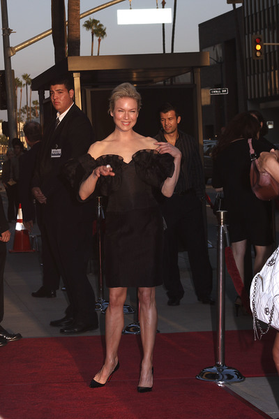 """""""Appaloosa"""" PremiereRenee Zellweger 9-17-08 / The Academy Theatre / Beverly Hills, CA / New Line Cinema / Photo by Max Rodeo - Image 23611_0004"""