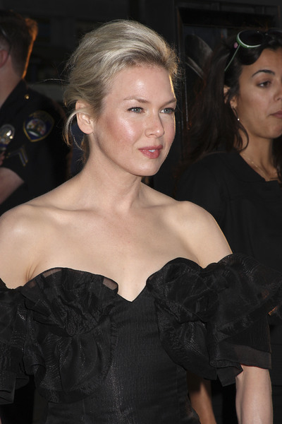 """""""Appaloosa"""" PremiereRenee Zellweger 9-17-08 / The Academy Theatre / Beverly Hills, CA / New Line Cinema / Photo by Max Rodeo - Image 23611_0008"""