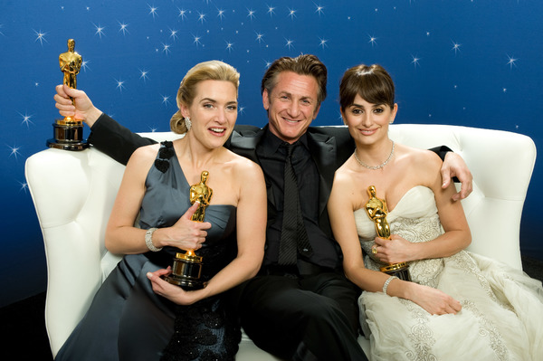 """""""The 81st Annual Academy Awards"""" (Backstage)Kate Winslet, Sean Penn, Penelope Cruz02-22-2009Photo by Todd Wawrychuk © 2009 A.M.P.A.S. - Image 23704_0278"""