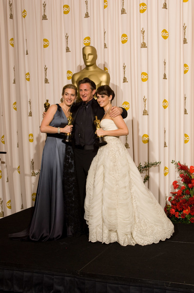 """The 81st Annual Academy Awards"" (Press Room)Kate Winslet, Sean Penn, Penelope Cruz02-22-2009Photo by Bryan Crowe © 2009 A.M.P.A.S. - Image 23704_0322"