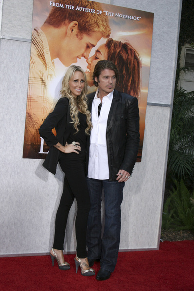 """""""The Last Song"""" PremiereTish Cyrus, Billy Ray Cyrus3-25-2010 / Arclight Theater / Hollywood CA / Touchstone Pictures / Photo by Heather Hixon - Image 23914_0182"""