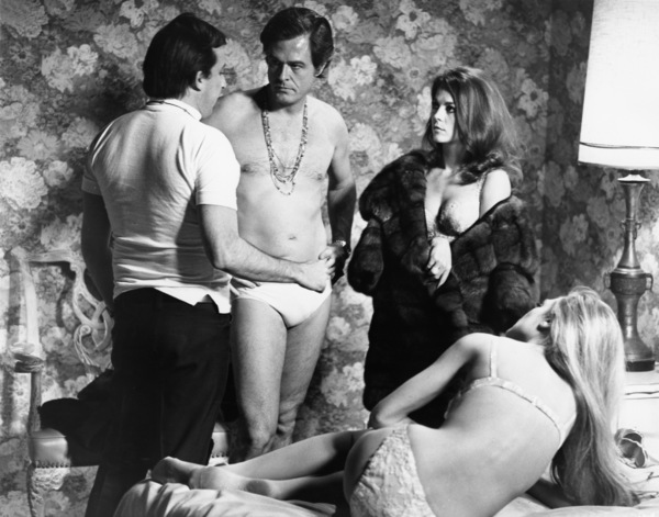 "Director Paul Mazursky, Natalie Wood, Robert Culp and Dyan Cannon in ""Bob & Carol & Ted & Alice"" 1969 Columbia ** I.V. - Image 24287_0045"