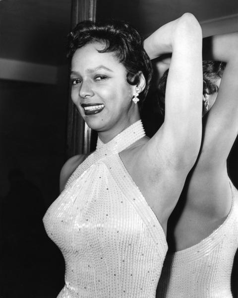 Dorothy Dandridge in London 1956 ** I.V. - Image 24287_0115