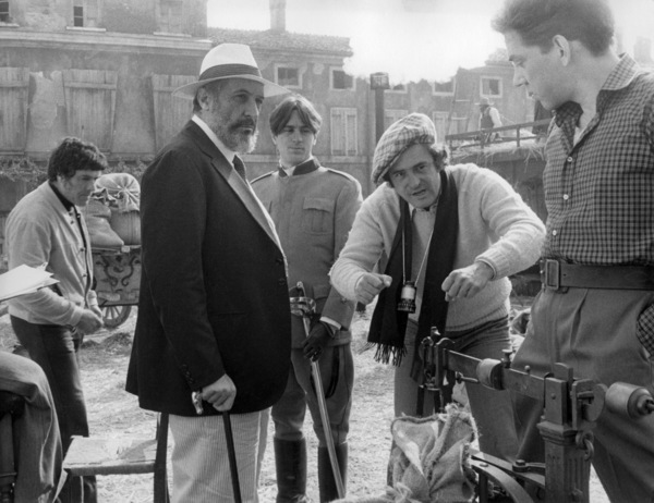 "Romolo Valli, Robert De Niro, Bernardo Bertolucci and Donald Sutherland on the set of ""1900""1976 Paramount** B.D.M. - Image 24293_0886"