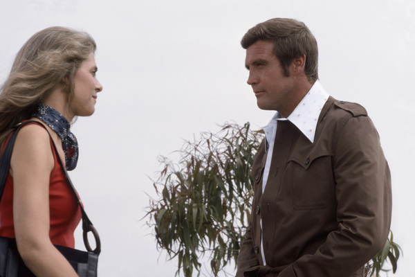 "Lindsay Wagner and Lee Majors in ""The Six Million Dollar Man"" (Episode: ""The Bionic Woman, Part 1"")1975** B.D.M. - Image 24293_1593"