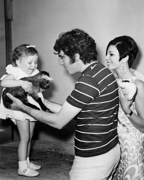 """Anthony Newley, Joan Collins and daughter Tara on the set of """"Doctor Dolittle"""" 1967 20th Century-Fox** B.D.M. - Image 24293_1740"""