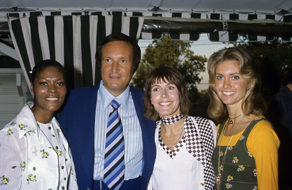 Dionne Warwick, Clive Davis, Helen Reddy and Olivia Newton-Johncirca 1970s© 1978 Gary Lewis - Image 24300_0021