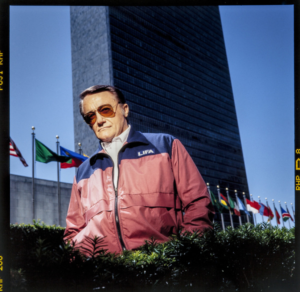Robert Vaughn in front of United Nations building in New York City 1993 © 1993 Ken Shung - Image 24302_0122