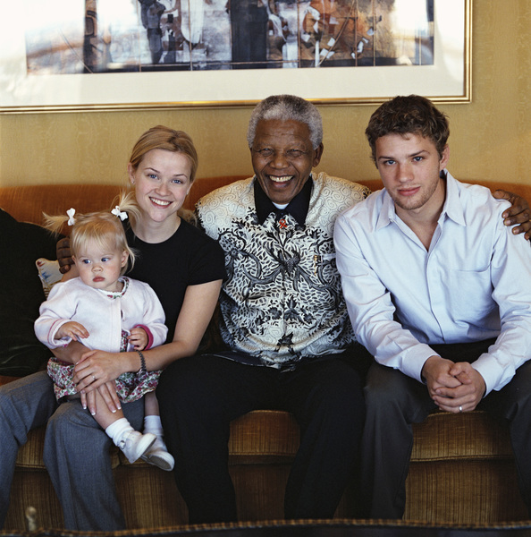 Reese Witherspoon with Nelson Mandela, her husband, Ryan Phillippe, and their daughter, Ava Elizabeth Phillippe2000© 2000 Dana Gluckstein - Image 24349_0064