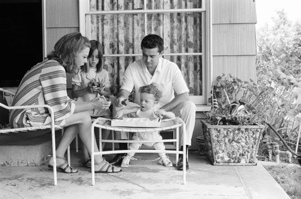 Regis Philbin at home with his wife Kay Faylen and their children Amy and Danny1967© 1978 Gene Trindl - Image 24355_0004