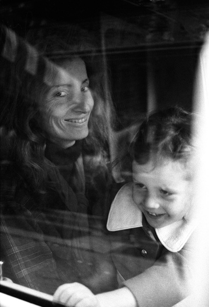 Viva Hoffmann and daughter Gabycirca 1970s© 1978 Peter Angelo Simon - Image 24364_0044