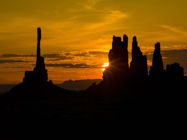 Totems in Monument Valley, Utah2015© 2017 Viktor Hancock - Image 24366_0072