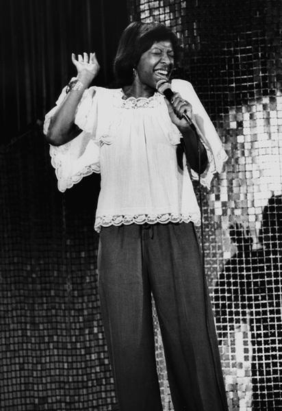 Natalie Cole in Hollywood 1977© 1978 Steve Banks - Image 24377_0086