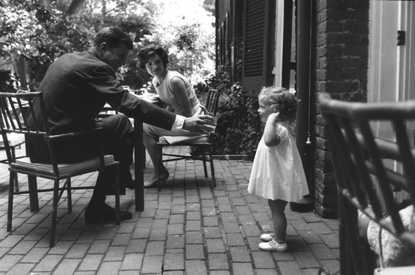 Jacqueline Kennedy, Caroline Kennedy and John F. Kennedy at Georgetown 1959 © 2000 Mark Shaw - Image 2554_0062