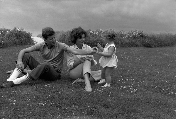 John F. Kennedy, Jacqueline Kennedy and Caroline Kennedy at Hyannis 1959 © 2000 Mark Shaw - Image 2554_0064