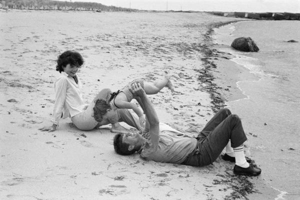 Jacqueline Kennedy, Caroline Kennedy and John F. Kennedy at Hyannis 1959 © 2000 Mark Shaw - Image 2554_0069