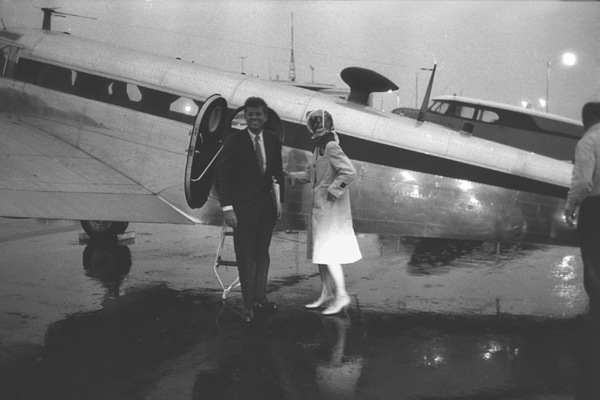 John F. Kennedy and Jacqueline Kennedy at Hyannis 1959 © 2000 Mark Shaw - Image 2554_0079