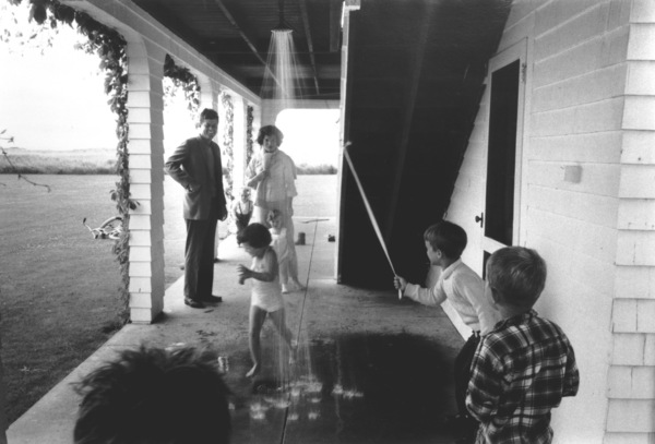 John F. Kennedy with Jacqueline and Carolineat Hyannis, 1959. © 2000 Mark Shaw - Image 2554_0097