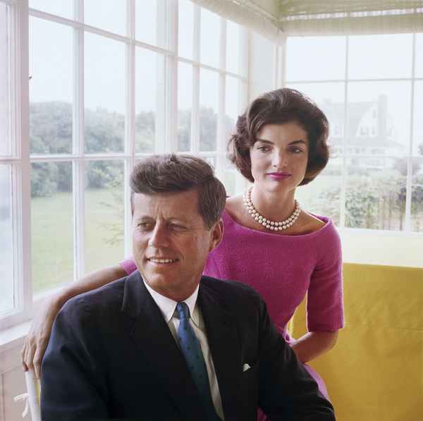 Jacqueline Kennedy and John F. Kennedy at Hyannis Port 1959 © 2000 Mark Shaw  - Image 2554_0174