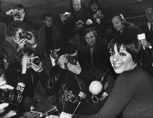 Liza Minnelli arrivingfor a concert in Paris 1975 - Image 2703_0097