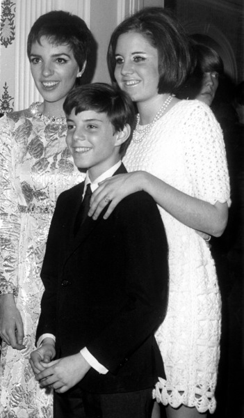 Liza Minnelli with Lorna and Joey Luft1968 - Image 2703_0111