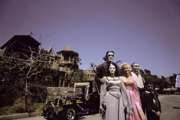 """The Munsters""Fred Gwynne, Yvonne De Carlo, Beverley Owen, Al Lewis, Butch Patrick1964 © 1978 Gene Howard - Image 3600_0091"