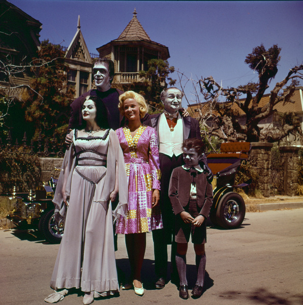 """The Munsters""Fred Gwynne, Yvonne De Carlo, Beverley Owen, Al Lewis, Butch Patrick1964 © 1978 Gene Howard - Image 3600_0098"