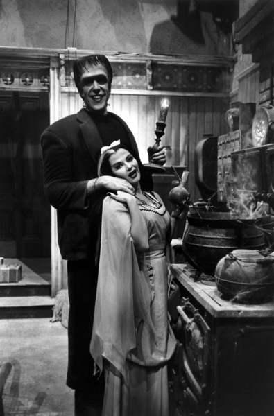 """The Munsters""Fred Gwynne, Yvonne De Carlo1964 © 1978 Bob Willoughby - Image 3600_0147"