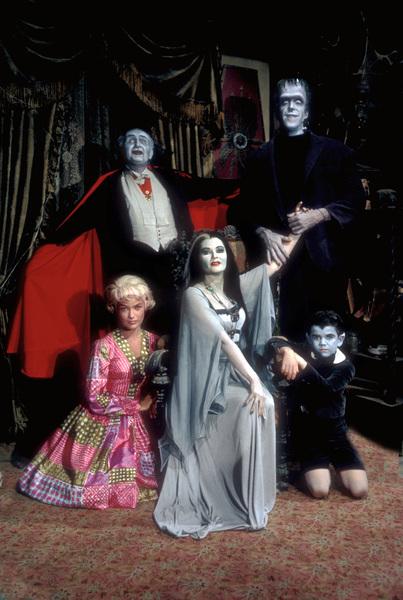 """The Munsters""Beverley Owen, Al Lewis, Yvonne De Carlo, Fred Gwynne, Butch Patrick1964 © 1978 Bob Willoughby - Image 3600_0179"