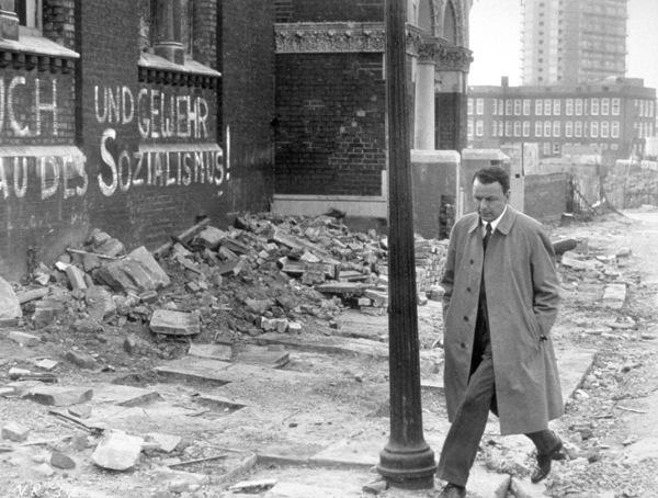 """The Naked Runner""Frank Sinatra1967 Warner - Image 3609_0107"