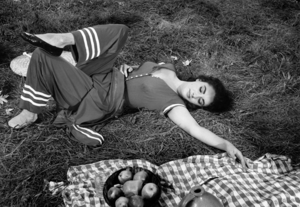 """""""Raintree County""""Elizabeth Taylor during the filming 1957 © 1978 Bob Willoughby - Image 3678_0054"""