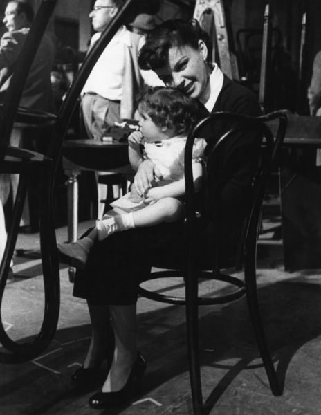 """""""A Star Is Born""""Judy Garland and Lorna Luft on the set1954© 1978 Sanford Roth / A.M.P.A.S. - Image 3747_0147"""