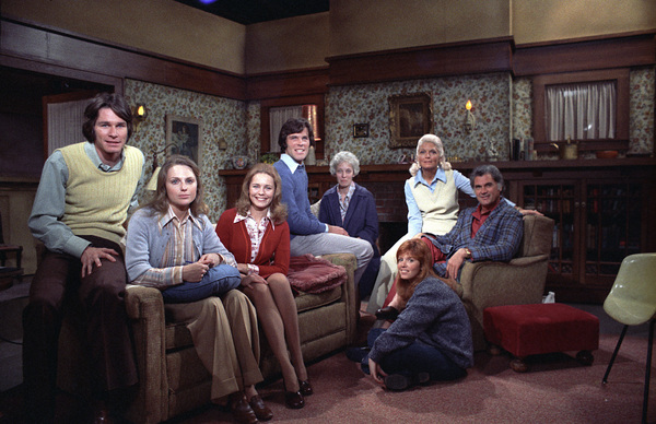 """Young and the Restless, The""Trish Stewart, Janice Lynde, William Grey Espy, Tom Hallick, Elizabeth Foster, Dorothy Green, Robert ColbertC. 1973 **H.L. - Image 3834_0014"