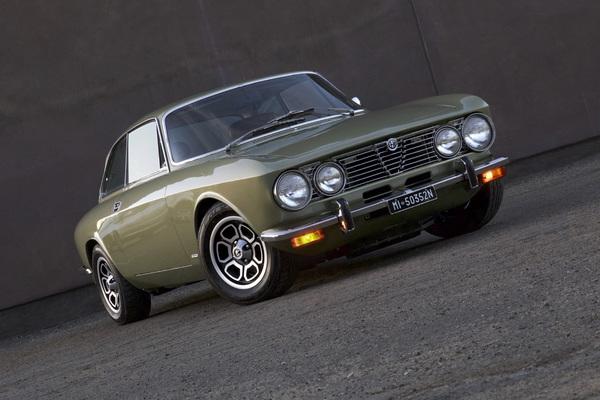 Cars 1974 Alfa Romeo 2000 GTV© 2019 Ron Avery - Image 3846_2302