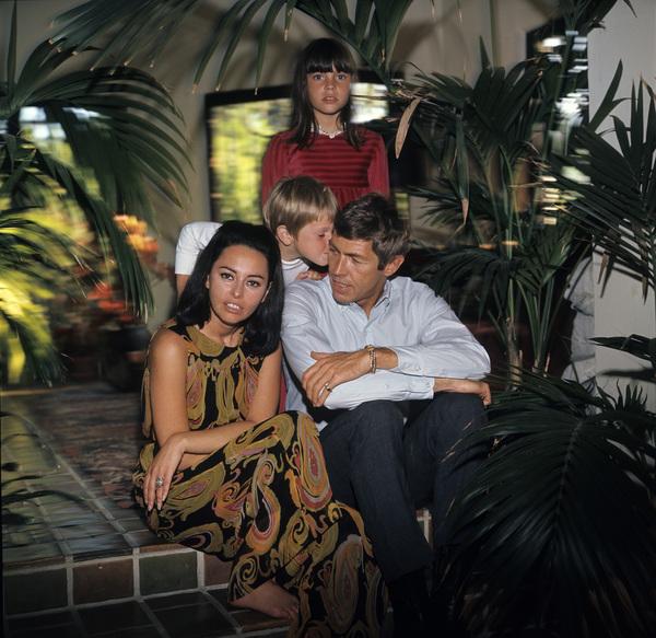James Coburn, wife Beverly Kelly, son James H. Coburn IV, and daughter Lisa Coburn1966© 1978 David Sutton - Image 3893_0136
