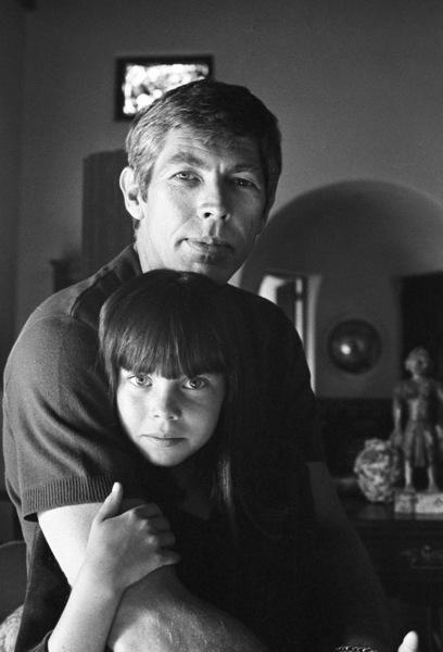 James Coburn and his step-daughter Lisa at home1966© 1978 David Sutton - Image 3893_0139