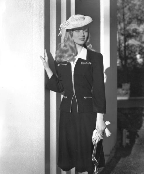 Veronica LakeCirca 1940Photo by E.R. Richee**I.V. - Image 3912_0211