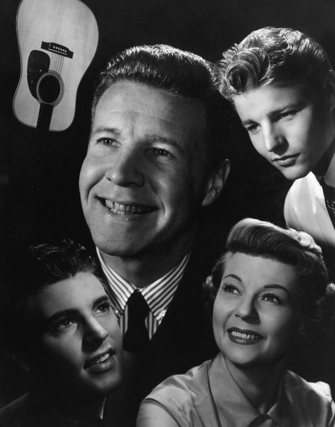 """""""The Adventures of Ozzie & Harriet""""Ricky Nelson, Ozzie Nelson, David Nelson, Harriet Hilliardcirca 1957 © 1978 Ted Allan - Image 3933_0047"""