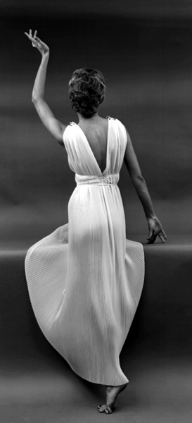 """""""Fashion""""Model wearing a Vanity Fair gown1949 © 2000 Mark Shaw - Image 3956_0858"""