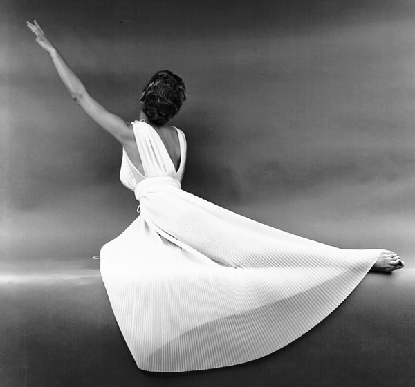 """Fashion""Model wearing a Vanity Fair gown1949 © 2000 Mark Shaw - Image 3956_0859"